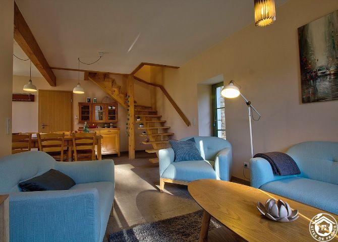 Gîte Hauterive - Salon et escalier chambre d'hôte ain gite de France ain